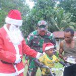 Merayakan Natal, Raider 300 Bagi-bagi Hadiah Ke Anak-anak Papua