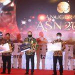 Ganjar Setya Pribadi dan Ahyani Raksanagara Meraih Anugerah Aparatur Sipil Negara ( ASN ) Tahun 2020