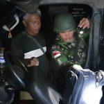 Pemeriksaan Kendaraan Malam Oleh Satgas TNI