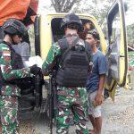 Satgas TNI Gelar Pemeriksaan Cegah Peredaran Minuman Keras Dan Kayu Ilegal